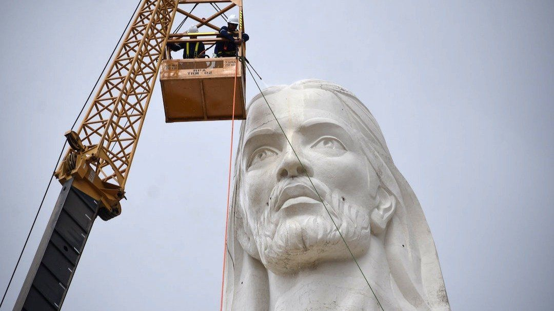 monumental statue of Christ in Bolivia head detail
